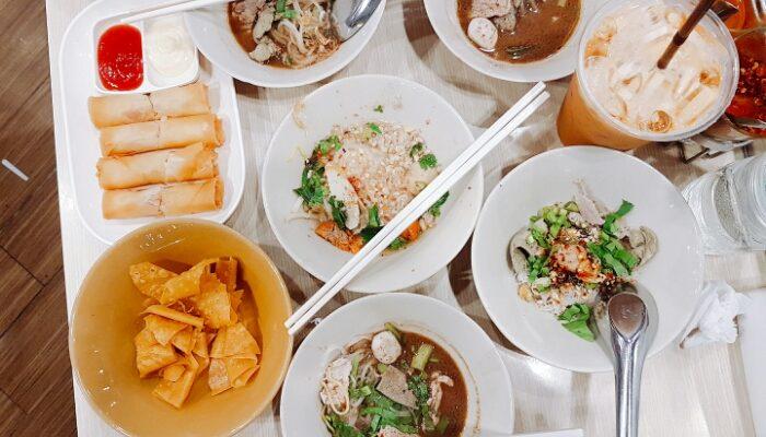 mitsueki Travels | Kin Tiew Kan - 12 baht Boat Noodles @ Union ...